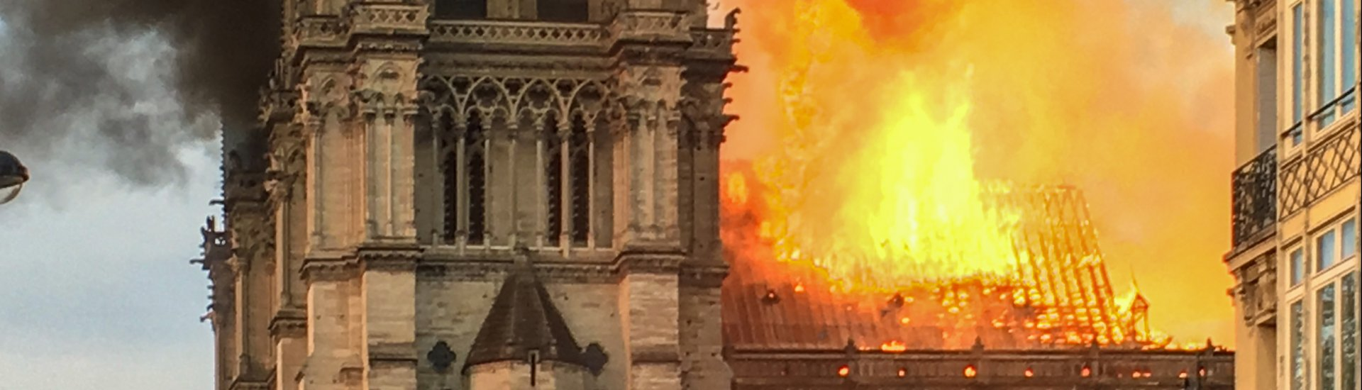 De Notre-Dame in Parijs staat in brand (15 april 2019).