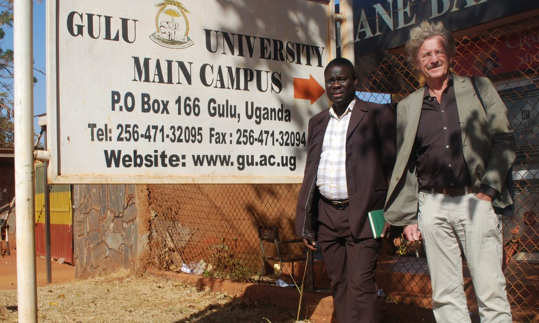 George Openjuru (l), Deputy Vice-Chancellor Gulu University en Jacques Zeelen (r), Unesco-leerstoelhouder Lifelong Learning, Youth and Work, Gulu University.