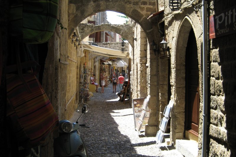 Arches and alleys, Rhodes, Greece 2008. (Foto: CC/Flickr.com | Joe Ross)