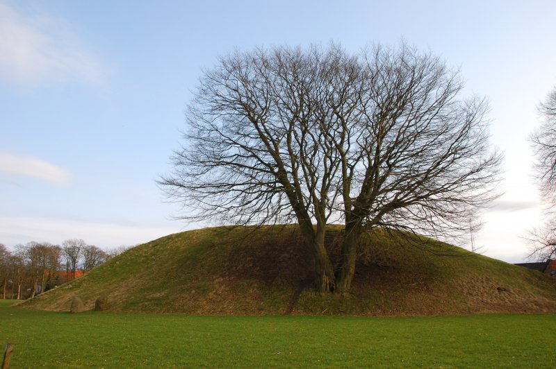 Burial mound in Jelling. (Foto: CC/Flickr.com | Peter Batty)