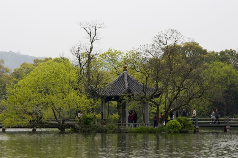 Pavilion on the island on West Lake Hangzhou. (Foto: CC/Flickr.com | Anne Roberts)