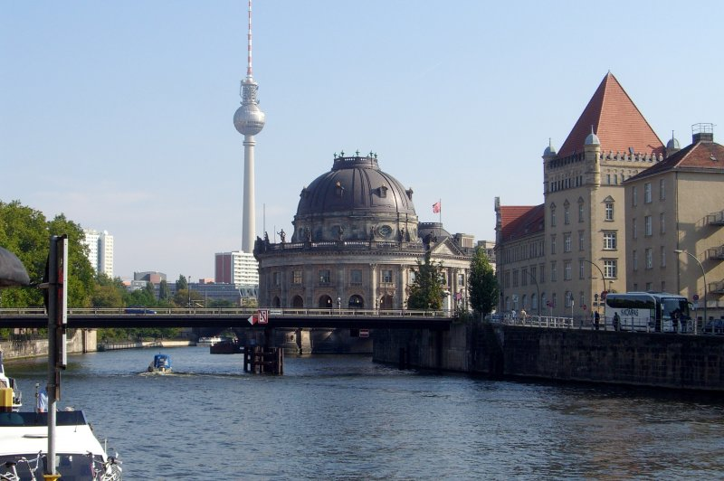 The Bodemuseum and tv tower. (Foto: CC/Flickr.com | James Cridland)