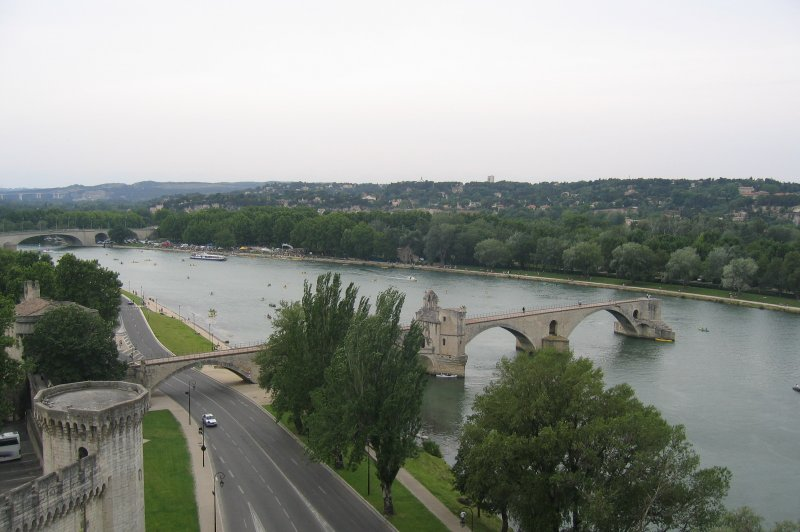 The broken Rhone bridge. (Foto: CC/Flickr.com | Henri Bergius)