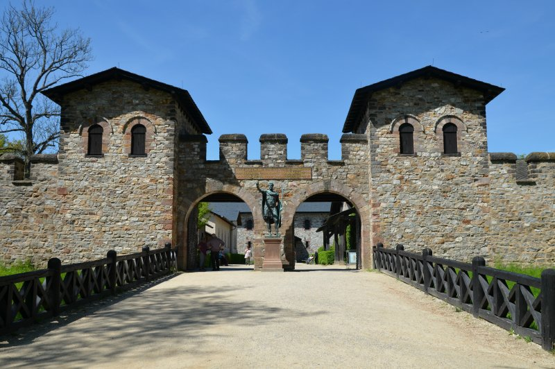 The Porta Praetoria Main Gate , Saalburg Roman Fort, Limes Germanicus, Germania Germany . (Foto: CC/Flickr.com | Carole Raddato)